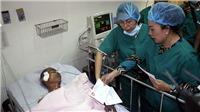 Bí thư Thành ủy Thành phố Hồ Chí Minh Nguyễn Thiện Nhân thăm các hiệp sỹ' bị thương