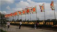 Chùm ảnh: Hàng nghìn du khách đến Đền Trần trước giờ khai ấn