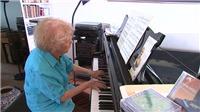 VIDEO: Cụ bà 103 tuổi chơi piano được tròn 1 thế kỷ