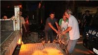 VIDEO: Kinh hoàng, 4 nhà dân trôi tuột xuống lòng sông Đà, 8 nhà khác bị sập một phần