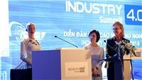 ẢNH & VIDEO: Robot Sophia duyên dáng trong tà áo dài truyền thống Việt Nam