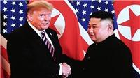 VIDEO: Đoàn xe chở Tổng thống Donald Trump và Chủ tịch Triều Tiên Kim Jong-un tới Khách sạn Metropole