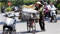 Chùm ảnh: Người lao động vất vả mưu sinh trong đợt nắng nóng cao điểm