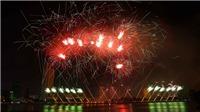 Xem lại những màn so tài sắc màu pháo hoa trên sông Hàn của hai đội Anh - Trung Quốc