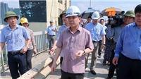 Bộ trưởng Nguyễn Văn Thể chỉ đạo khẩn trương sửa chữa toàn diện mặt cầu Thăng Long