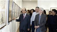 Thủ tướng Nguyễn Xuân Phúc đến thăm Triển lãm ký họa 'Nét thời gian' của NSND Ngô Mạnh Lân
