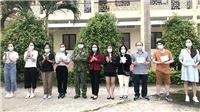 Dịch Covid-19: Trao chứng nhận hoàn thành cách ly tập trung cho 132 công dân Việt Nam về từ Vương quốc Anh
