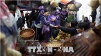 Hàng vạn người đội mưa về chợ Viềng họp phiên 'mua may, bán rủi'
