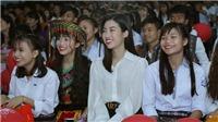 Đỗ Mỹ Linh hào hứng xem 'Cô gái đến từ hôm qua' cùng 2.500 học sinh miền núi