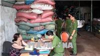 Vỏ cà phê lẫn sỏi và nhuộm pin tại Đắk Nông được trộn vào hạt tiêu xô