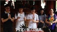 Phụ huynh và sĩ tử cầu may trước kỳ thi THPT quốc gia 2018