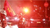 Hồ Gươm rực sắc cờ đỏ sao vàng khi U23 Việt Nam lần đầu vào tứ kết ASIAD 2018