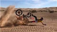 VIDEO: Tay đua sống sót thần kỳ sau cú ngã gập cổ