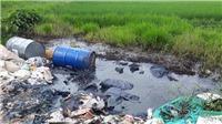Tái diễn nạn đổ trộm hóa chất độc hại trên Đại lộ Thăng Long