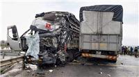 Quảng Trị: Hai ô tô tải đối đầu nhau, 4 người bị thương nặng