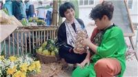 Ca sĩ Ngọc Khuê cùng con trai Tony tích cực bán hàng gây quỹ từ thiện nhân ngày 20/11