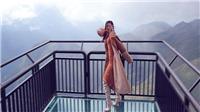 Hoa hậu Khánh Vân phô diễn kỹ năng tạo dáng cực đỉnh trên cầu kính cao nhất Việt Nam