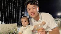 Con gái Tiến Dũng được 'săn đón' trong lễ cưới Công Phượng