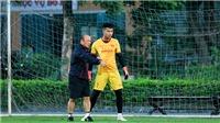 HLV Park Hang Seo phải dạy thủ môn Văn Toản đấm bóng