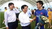 Bộ trưởng Nguyễn Ngọc Thiện thăm và động viên U23 Việt Nam