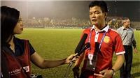 HLV Văn Sỹ nghẹn ngào sau khi cùng Nam Định thoát hiểm