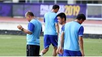 HLV Park Hang Seo cầu nguyện, xịt thuốc chống muỗi trước trận đấu với U22 Brunei