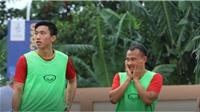 Xem Văn Hậu vừa khởi động, vừa tiếc nuối khi đồng đội không ghi bàn vào lưới U22 Brunei