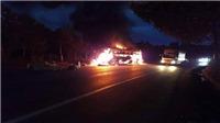 Xe khách giường nằm bốc cháy dữ dội, 15 hành khách kịp thoát ra ngoài