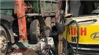 Xe khách va chạm liên hoàn với xe 4 chỗ và xe công nông làm 2 người chết