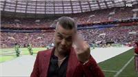 Robbie Williams gây phẫn nộ khi giơ 'ngón tay thối' trước ống kính truyền hình tại Lễ khai mạc World Cup