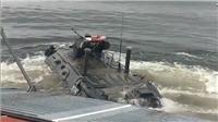 VIDEO: Xem xe bọc thép tối tân của Nga lao xuống biển, cưỡi sóng vào bờ