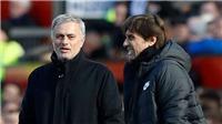 Giải mã nụ cười bí ẩn Mourinho dành cho Conte ở Old Trafford