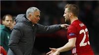 Luke Shaw hét thẳng mặt Mourinho: 'Tại sao ông cứ nhắm vào tôi'?