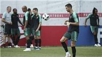 WORLD CUP 25/6: Ronaldo phô diễn kỹ năng trên sân tập. Loew giải thích lý do để Oezil dự bị