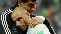 Trọng tài gây tranh cãi vì Mascherano đổ máu vẫn không phải rời sân