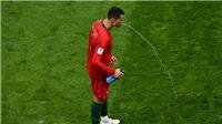 Tại sao cầu thủ ở World Cup lại nhổ nước uống?