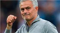 TIN HOT M.U 3/9: Phấn khích, Mourinho cởi luôn áo tặng CĐV. Sanchez hành động xấu xí. Rashford xin lỗi