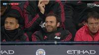 Sanchez và Juan Mata bị chỉ trích nặng nề vì cười đùa trên nỗi đau của M.U