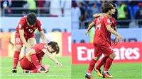 Xúc động khoảnh khắc Quang Hải ai ủi Minh Vương khi cả đội đang ăn mừng
