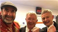 Sir Alex cùng Eric Cantona 'đột kích' phòng thay đồ M.U, Solskjaer sung sướng