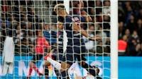 Tiền đạo PSG gây sốc khi dứt điểm như... phá bóng, ngăn đồng đội ghi bàn