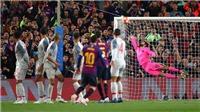 CĐV phát cuồng, Lineker và Ferdinand ôm nhau nhảy múa mừng 'siêu phẩm' sút phạt của Messi