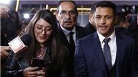 Alexis Sanchez đưa chó lên thảm đỏ ra mắt phim đầu tay, bị chỉ trích 'thiếu tôn trọng' MU