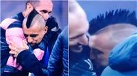 Vidal hôn logo Juventus, fan Inter Milan phẫn nộ