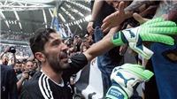 Xúc động hình ảnh Gianluigi Buffon khóc nghẹn trong ngày chia tay Juventus