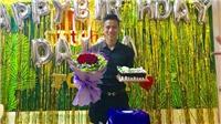 Văn Toàn 'đá xoáy' Ngọc Hải trong ngày sinh nhật