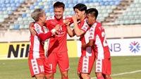 Bóng đá Việt Nam hôm nay: TPHCM gia hạn hợp đồng với Công Phượng. Văn Hoàng chưa thể so với Văn Lâm
