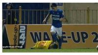 Bóng đá Việt Nam ngày 11/8: Cầu thủ Nam Định bị đánh cùi chỏ, trọng tài chính xác khi thổi 11m TP.HCM