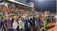 Bóng đá Việt Nam hôm nay: Hà Tĩnh bị phạt 15 triệu vì sự cố 'vỡ sân'. Quang Hải chấn thương dập cơ đùi