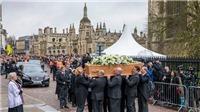 Sao 'Theory of Everything' tưởng nhớ Stephen Hawking trong tang lễ ông